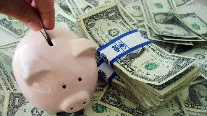 Копилка с деньгами